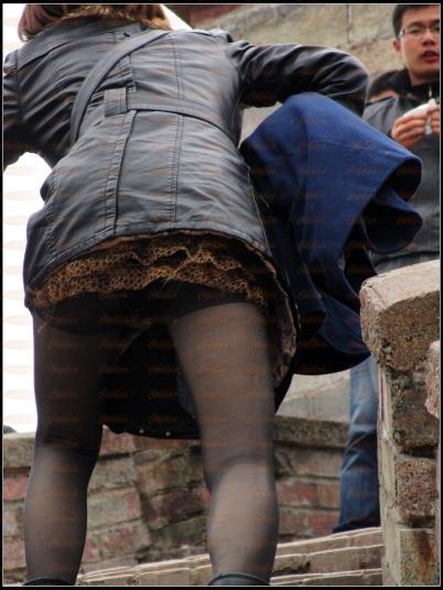 豹 纹 美 女  2012-110 黑皮衣,豹纹超短,薄丝,花内裤【8P】 街拍第一站全网原创独发!