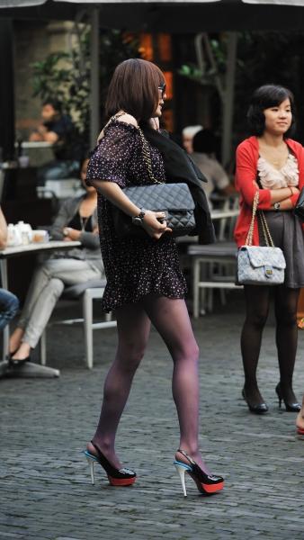 冰山暖儿街拍  上海街拍---纤细长腿短裙紫色薄丝超高跟极品模特妹妹(20P) 街拍第一站全网原创独发!