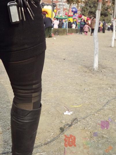 皮裤长靴  跟拍红衣,方格假丝裤,长靴少妇!【10P】 街拍第一站全网原创独发!