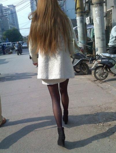 个 性 坡 跟  2011年11月 长发白衣短裙 黑 丝 坡跟短靴  (42P) 街拍第一站全网原创独发!