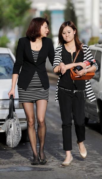 冰山暖儿街拍  春季街拍---黑丝纤细线条短裙黑丝妹妹(7P) 街拍第一站全网原创独发!