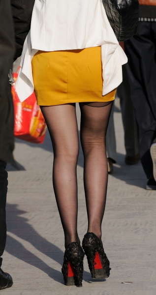 冰山暖儿街拍  春季街拍---短裙黑丝高跟街拍妹妹(19P) 街拍第一站全网原创独发!