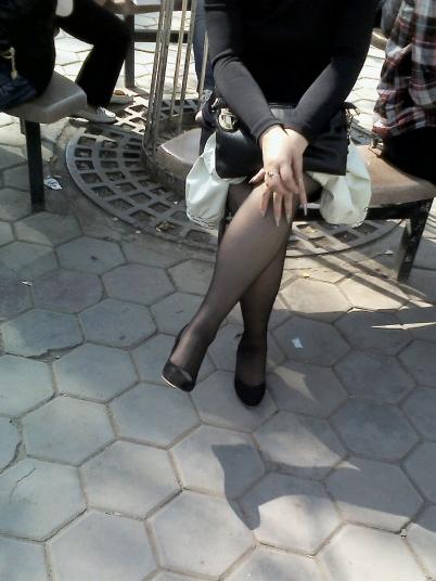 个 性 坡 跟  富婆?官太?悠闲乘凉的坡跟超薄 黑 丝 美腿熟'女【10P】 街拍第一站全网原创独发!