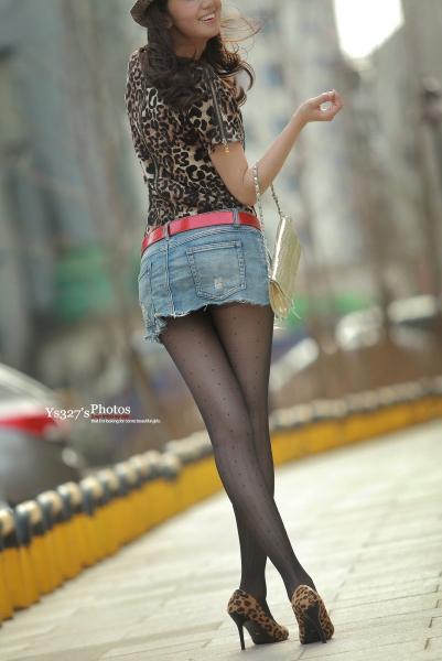 豹 纹 美 女  【ys327-photos】完美的 黑 丝 长腿+撕破的牛仔超短裙+野性豹纹细高—全高清奉献-30P 街拍第一站全网原创独发!