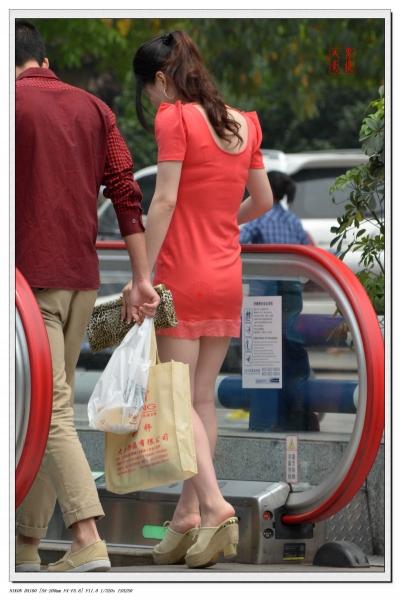 事业线型  2012-185 西瓜红紧身低XIONG 短裙,坡高长腿,前凸后翘 【8P】 街拍第一站全网原创独发!