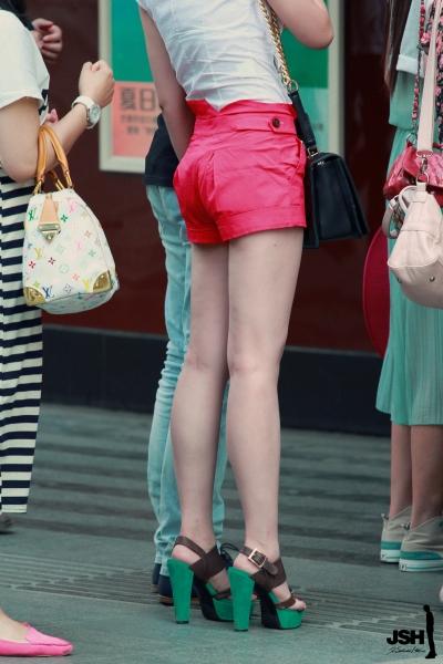 背影风情  【JSH】20120505鲜亮短裤美腰肢[9P] 街拍第一站全网原创独发!