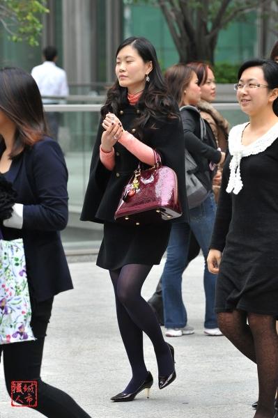香港街拍  丝袜女士 街拍第一站全网原创独发!