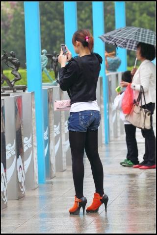 冒雨拍摄的热裤,黑丝,高跟!【10P】