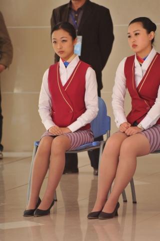空 姐 风 采  [龙翔九天2012新作]那些坐着的 丝 袜  肉 丝 女,竟然还有空姐!(10P) 街拍第一站全网原创独发!