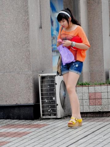 早期街拍作品  【痞作】松糕凉鞋,裸腿热牛(9P) 街拍第一站全网原创独发!