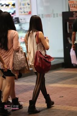 香港街拍  黑夜习作 - 直条丝袜 7p 街拍第一站全网原创独发!