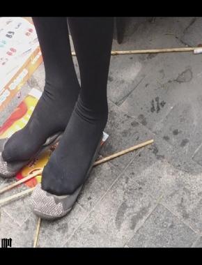 丝袜视频  cctvb出品 脱了鞋的黑丝脚,这样的味道怎么样?? 街拍第一站全网原创独发!