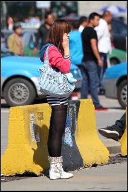 经典作品集  条纹包臀裙,黑丝,白靴!【13P】 街拍第一站全网原创独发!