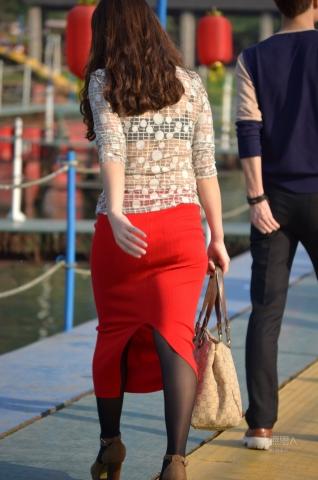 女大学生街拍  2012-575 大红一步裙,翘TUN ,黑内衣 【16P】 街拍第一站全网原创独发!