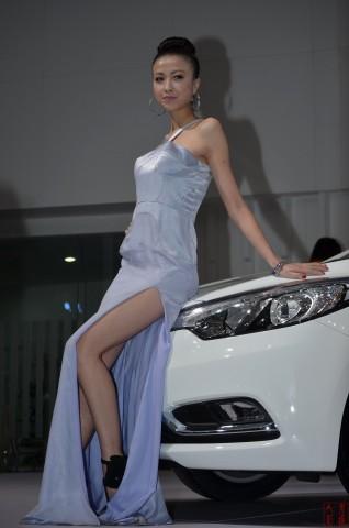 女大学生街拍  2013-005 东风悦达车模 【12P】 街拍第一站全网原创独发!