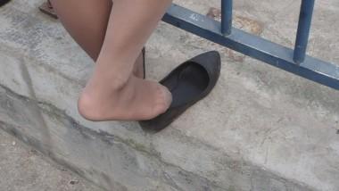 丝 袜 挑 鞋 视频  cctvb出品 灰丝在平跟鞋里不停的来回抽动!绝对给力! 街拍第一站全网原创独发!
