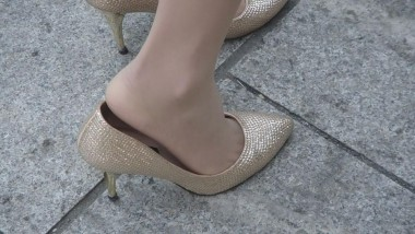 丝 袜 挑 鞋 视频  cctvb出品 特写金高 肉 丝 漂亮MM之续集!出正面、背面 街拍第一站全网原创独发!