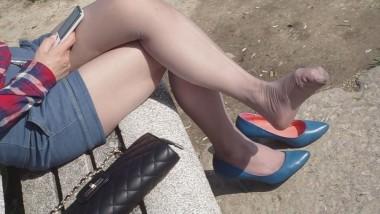 丝 袜 挑 鞋 视频  cctvb出品 十集特写奉献:灰丝兰船高MM脱了高跟鞋,露出 丝 足 !8 街拍第一站全网原创独发!