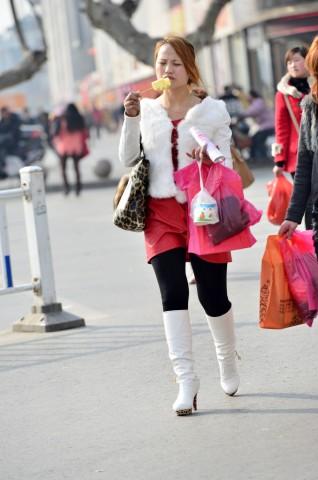 皮 裤 长 靴  【痞作】白长靴,红短裙(8P) 街拍第一站全网原创独发!