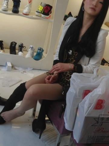 戴院街 拍 丝 袜  鞋店时光02——(16P) 街拍第一站全网原创独发!