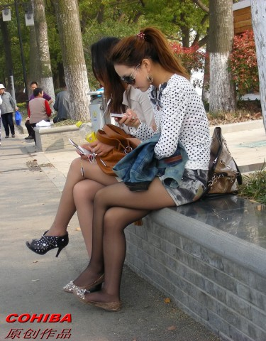 丝 袜 美 足  【cohiba】两个 美 女 , 肉 丝  黑 丝 交相辉映【20P】 街拍第一站全网原创独发!