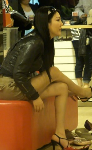 高跟视频  极品美少妇买高跟鞋,人美腿更美 街拍第一站全网原创独发!