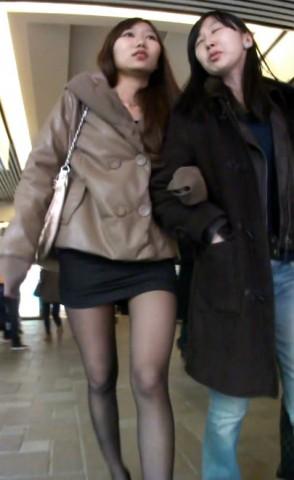 丝 袜 视频  黑色包TUN 裙下的美腿让人陶醉 街拍第一站全网原创独发!
