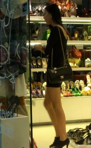 美 腿 视频  身材超好的极品 美 女 , 诱人的高跟美腿 街拍第一站全网原创独发!