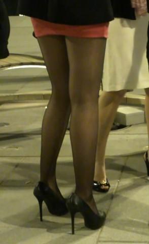 高跟视频  超短工色包臀黑丝少妇 街拍第一站全网原创独发!
