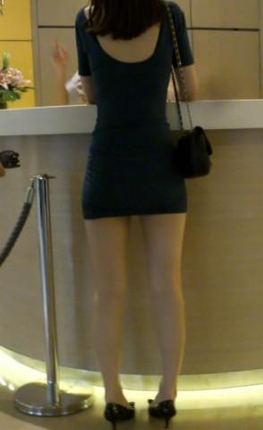 短 裙 视频  极品中的极品,超短包TUN 裙露背装 美 女 街拍第一站全网原创独发!