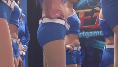 展会视频  紧身裤美臀配上肉丝美腿太完美了 街拍第一站全网原创独发!