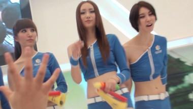 展 会 视频  蓝色紧身裤 美 女 一个比一个美 街拍第一站全网原创独发!