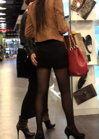 美 腿 视频  极品 黑 丝 长腿MM配上高跟 街拍第一站全网原创独发!