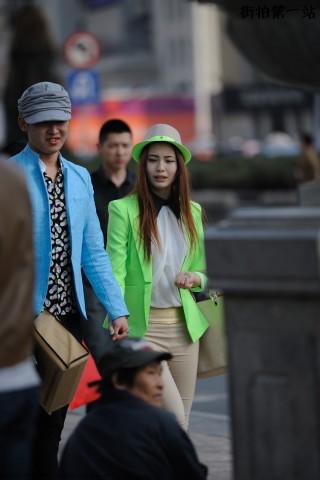 五雷开花炮街拍  亮绿色小西服、礼帽+金短发 美 女 -5P 街拍第一站全网原创独发!