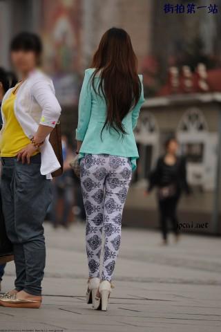 五雷开花炮街拍  NEF13278-13292 白裤 美 女 、浅绿上衣、白LV手包、果5-10P 街拍第一站全网原创独发!