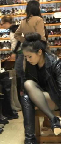 高跟视频  跟着高靴黑丝少妇去换高跟鞋 街拍第一站全网原创独发!