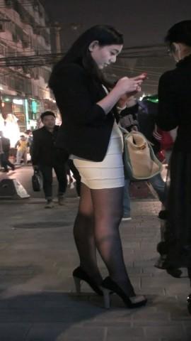 短 裙 视频   黑 丝 白色包TUN 裙清纯MM 街拍第一站全网原创独发!