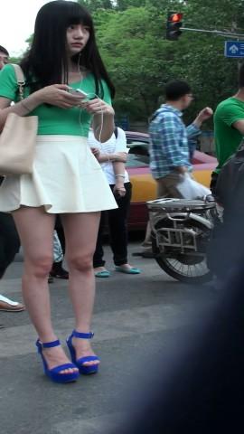 短 裙 视频  绝美气质的短裙MM. 街拍第一站全网原创独发!