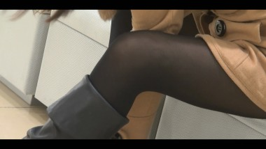 丝 足 视频  长 黑 丝 MM翘二郞腿,足底的汗渍清晰可见 街拍第一站全网原创独发!