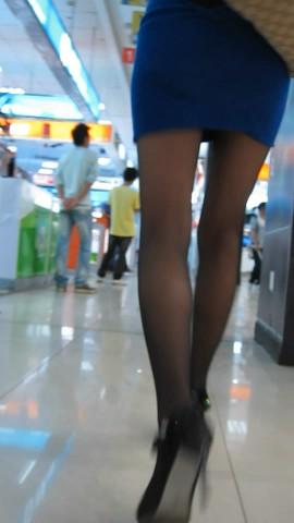 短 裙 视频  蓝色超短裙 街拍第一站全网原创独发!