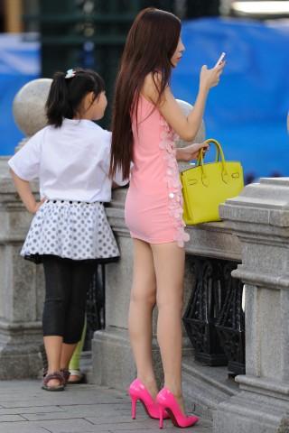 [权限要求: 月份VIP以上]  参赛-五雷开花炮-第9帖-粉色系天蝎美女-13P 街拍第一站全网原创独发!