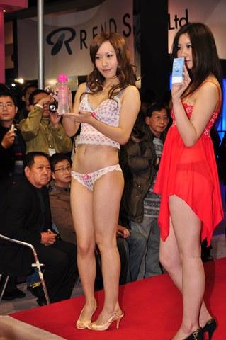 2010上 海 展  2012上海成人展模特 美 女 图片第15集[17P] 街拍第一站全网原创独发!