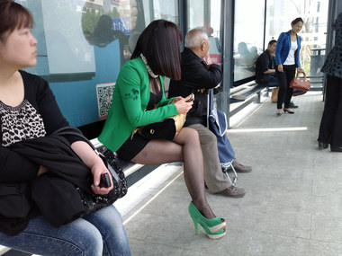 流浪联盟街拍  {艾德-Nokia-808}-{2013--049}--紧裙黑丝细高跟熟妇--{13P} 街拍第一站全网原创独发!