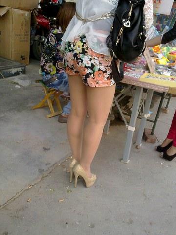 [权限要求: 月份VIP及以上]  助兴+高跟诱惑+热裤翘TUN  肉 丝 超高跟 美 女 16P 街拍第一站全网原创独发!