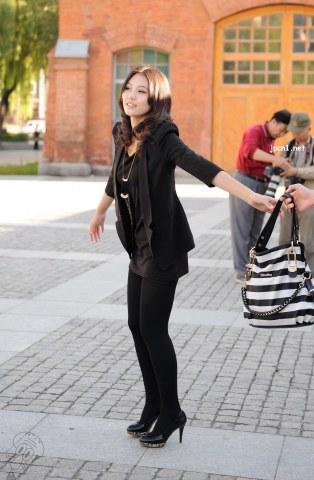 [章鱼哥@助兴4]小西服、中分卷发 美 女 -12张 - VIP街拍图片发布- 街拍第一站