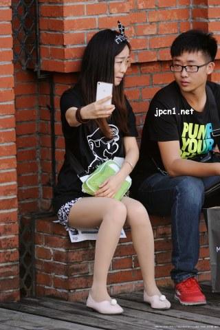 蝴蝶结小发卡、马里奥黑衫、紫檀手链、薄 肉 丝 -10张 - VIP街拍图片发布- 街拍第一站