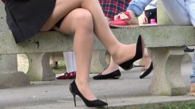丝 袜 挑 鞋 视频  cctvb出品 金属细高、 肉 丝 美腿的红衣短裙MM!! 街拍第一站全网原创独发!