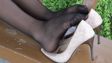 丝 袜 挑 鞋 视频  cctvb出品   黑 丝 小妹按摩 丝 足 、诱惑无限! 街拍第一站全网原创独发!