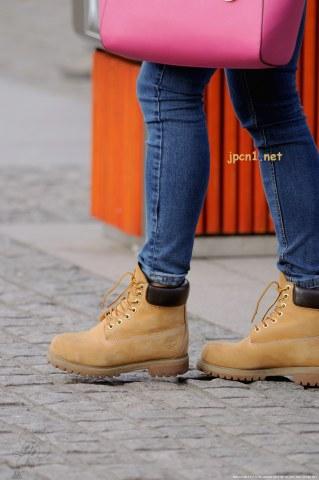 牛仔裤系带牛皮棕短靴、厚 黑 丝 牛津皮鞋-14张 - VIP街拍图片发布- 街拍第一站
