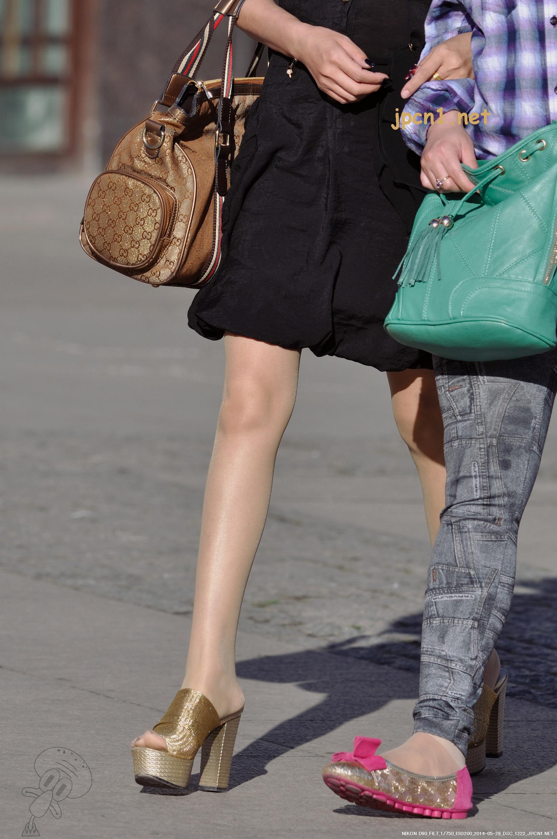金色编制防水台粗高跟凉拖、无袖黑裙、薄肉丝-13张 - VIP街拍图片发布- 街拍第一站